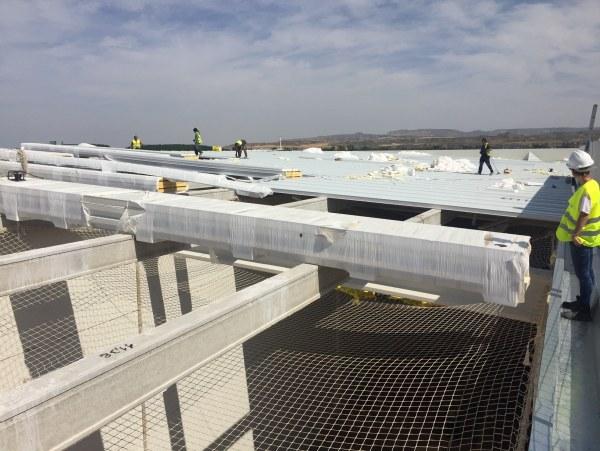 Iron proyect sl inicia los trabajos de cubierta met lica panel sandwich y falso techo de panel - Falso techo metalico ...