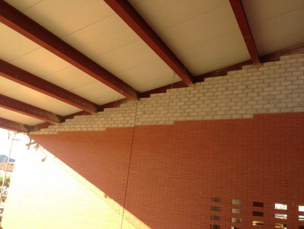Estructura y cerramientos de panel sandwich para techo de marquesinas adjudicaci n ampliaci n - Panel sandwich zaragoza ...